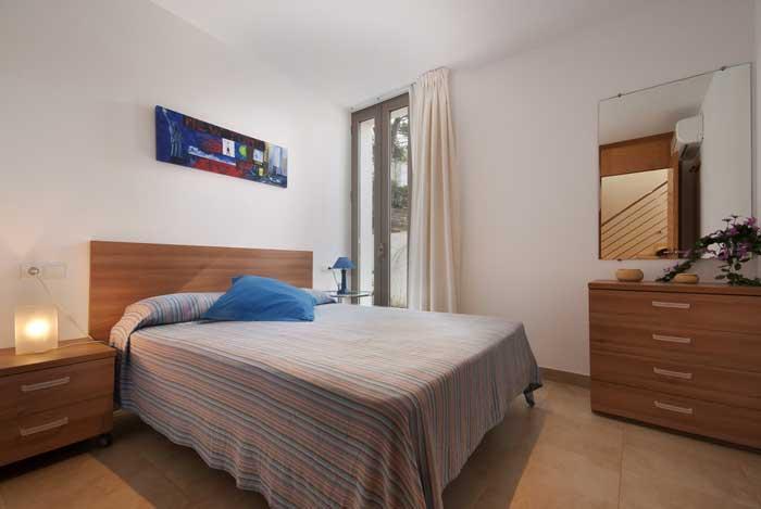 Schlafzimmer Ferienhaus Mallorca mit Gemeinschaftspool am Strand PM 3494