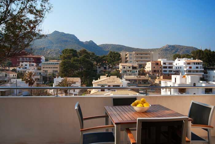 Terrasse mit Tisch Ferienhaus Mallorca Pool 50 m zum Strand Cala San Vicente PM 3494