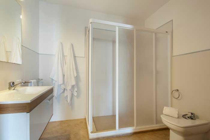 Badezimmer Ferienhaus Mallorca 50 m vom Strand 6 Personen Pool Klimaanlage PM 3495