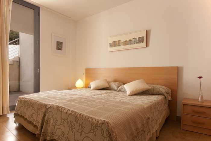 Schlafzimmer Ferienhaus Mallorca am Strand der Cala San Vicente Pool Klimaanlage PM 3495