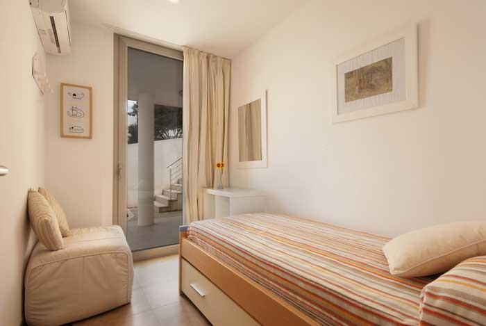 Einzelschlafzimmer Ferienhaus Mallorca Strandnaehe 6 Personen Pool Klimaanlage PM 3495