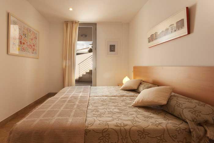 Schlafzimmer 2 Ferienhaus Mallorca Strandnaehe 6 Personen Pool Klimaanlage PM 3495