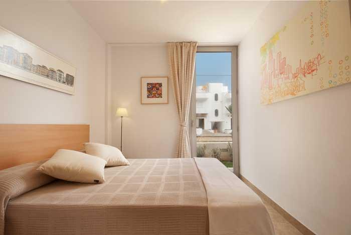 Doppelschlafzimmer Ferienhaus Mallorca 50 m zum Sandstrand  6 Personen PM 3496