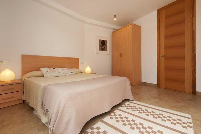 Schlafzimmer 2 Ferienhaus Mallorca  6 Personen Airconditon Pool Strandnah PM 3496