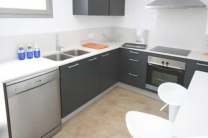 Küche Ferienhaus Mallorca Cala San Vicente Pool Internet Aircondition PM 3497