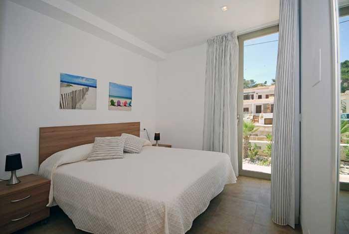 Schlafzimmer Ferienhaus Mallorca 50 m zum Strand Pool Aircondition WiFi PM 3497