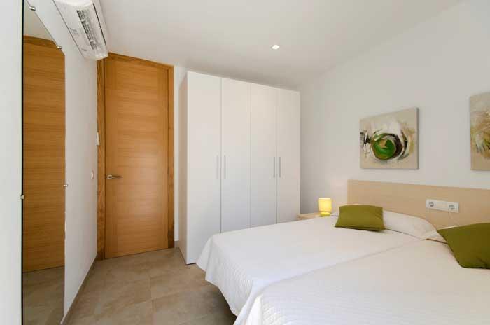 Doppelschlafzimmer Ferienhaus Mallorca 50 m vom Strand Pool 6 Personen WiFi PM 3498
