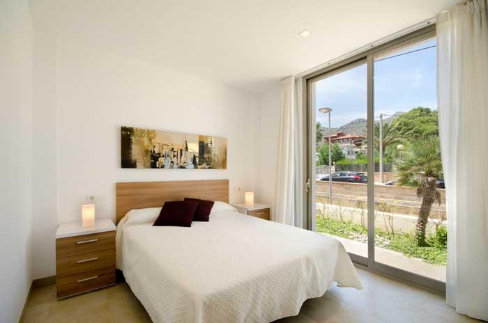 Schlafzimmer mit Doppelbett Ferienhaus Mallorca Strandnah Pool 6 Personen PM 3498