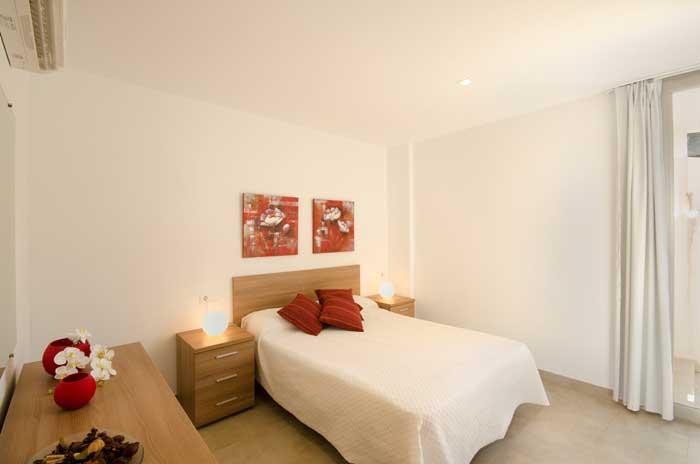 Schlafzimmer 2 Ferienhaus Mallorca Pool 6 Personen Aircondition Strandnähe PM 3498