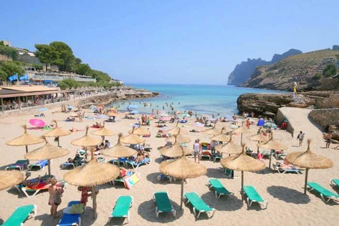 Badebucht Cala San Vicente Ferienhaus Mallorca am Strand Aircondition 6 Personen Pool PM 3495