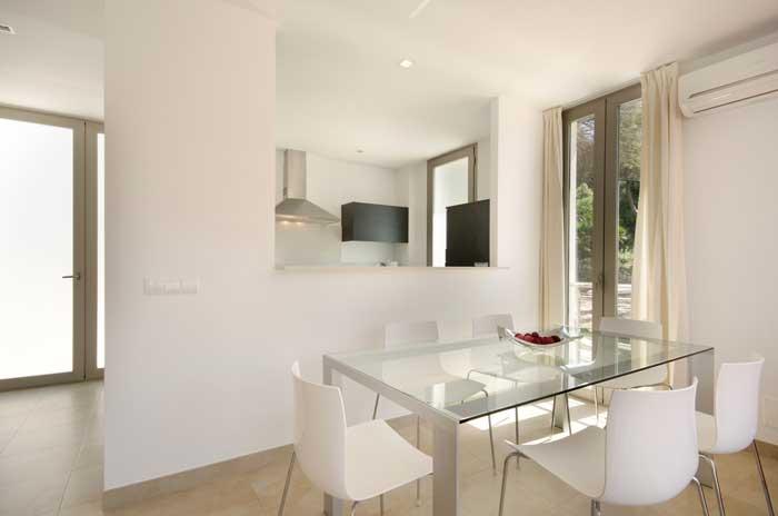 Modernes Wohn/Esszimmer Ferienhaus Mallorca Klimaanlage Strandnah Pool 6 Personen PM 3498