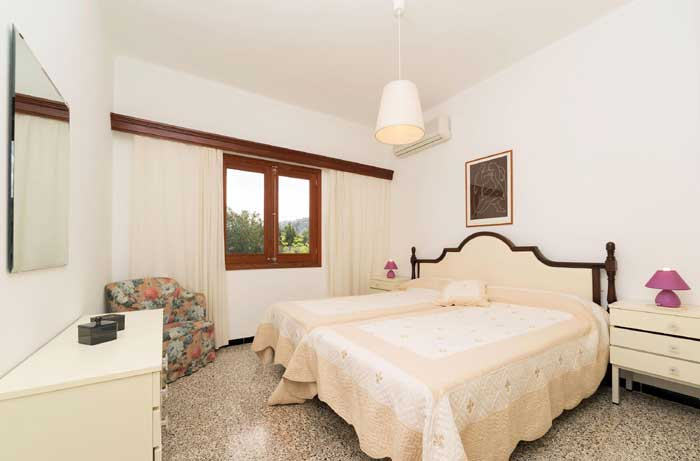Schlafzimmer 4 Finca Mallorca 8 Personen Pool PM 3798