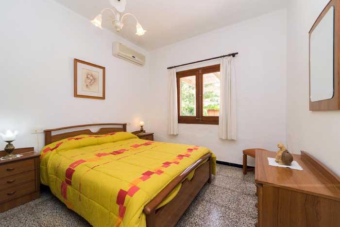 Schlafzimmer 3 Finca Mallorca 8 Personen Pool PM 3798