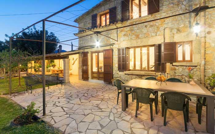 Terrasse Finca Mallorca mit Pool für 6 Personen PM 3886