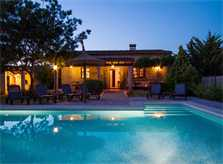Pool am Abend Finca Mallorca mit Pool Pollensa PM 392