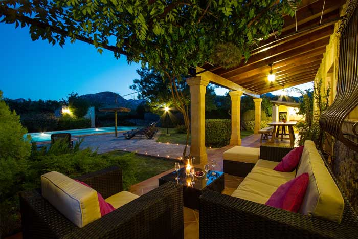 Terrasse am Abend Finca Mallorca mit Pool Pollensa PM 392