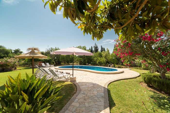 Pool der Finca Mallorca Norden für 6 Personen PM 3993