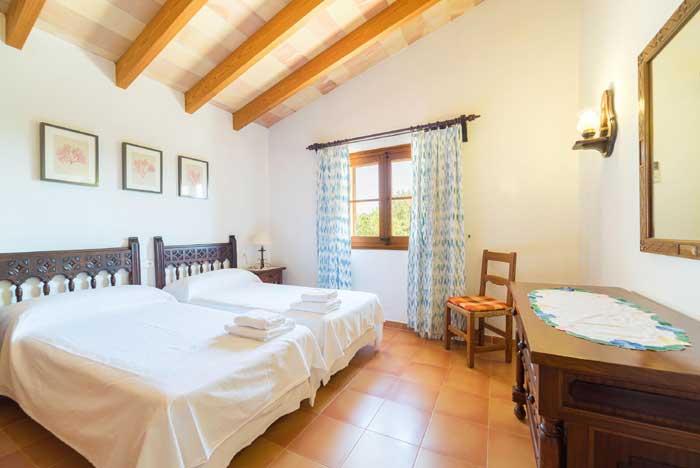 Schlafzimmer B Finca Mallorca 8 Personen PM 3993