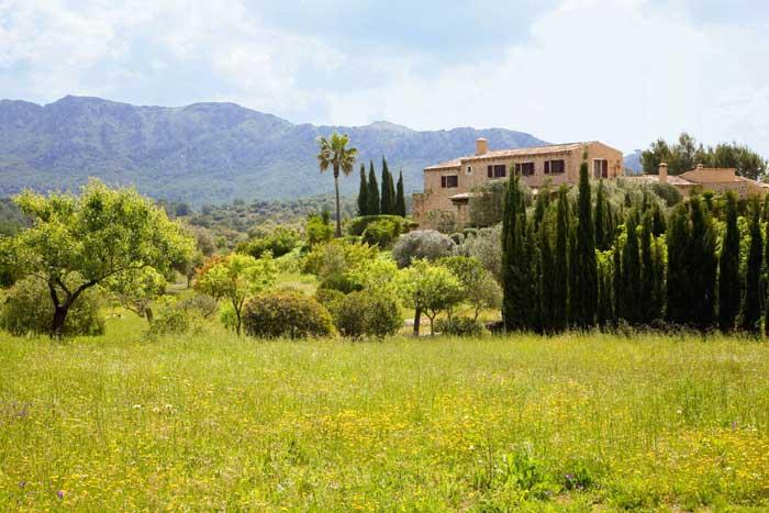 Blick auf die exklusive Finca Mallorca mit Pool und Service PM 530