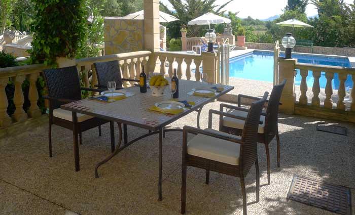 Terrasse der Ferienwohnung Finca Mallorca mit Pool 2 - 4 Personen PM 5491