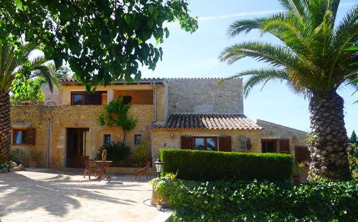 Blick auf die Finca 2 Mallorca mit Pool bei Arta PM 5492