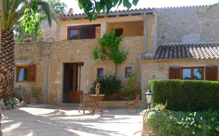 Blick auf die Finca Mallorca mit Pool bei Arta PM 5492