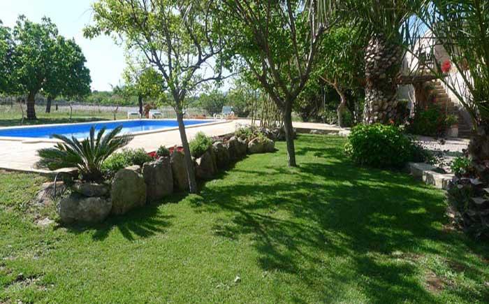 Pool und Wiese Finca Mallorca mit Pool bei Arta PM 5492