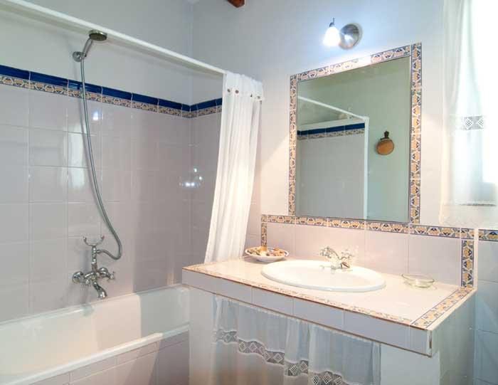 Badezimmer 1 Finca Mallorca mit Pool für 8 Personen bei Arta PM 569
