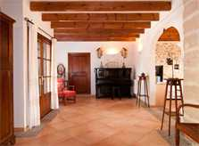 Halle Finca Mallorca mit Pool für 8 Personen bei Arta PM 569