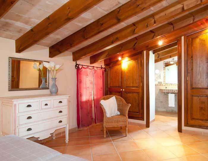Schlafzimmer 1b Finca Mallorca mit Pool für 8 Personen bei Arta PM 569