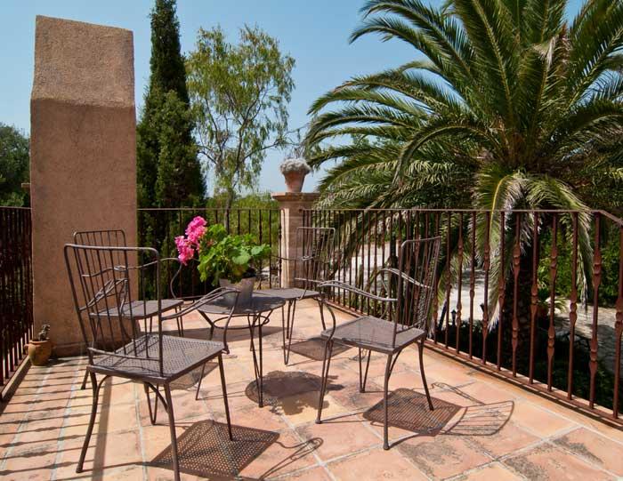 Terrasse oben Finca Mallorca mit Pool für 8 Personen bei Arta PM 569