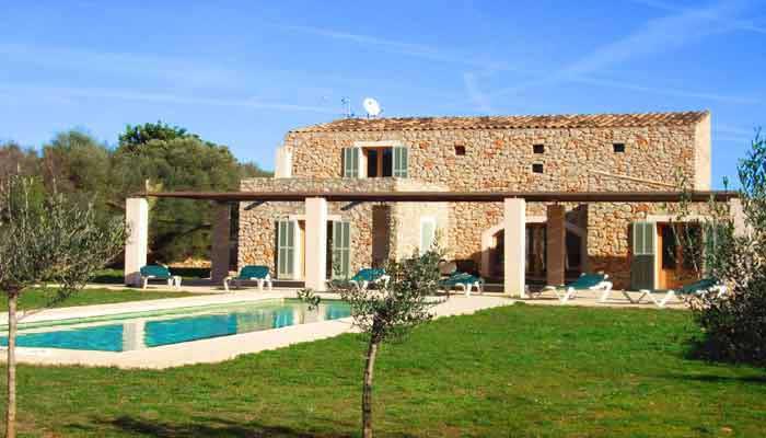 Moderne villen mit pool  Finca Mallorca Ostküste mit Pool & Tipps Cala Bona: ☆STEINER Fincas