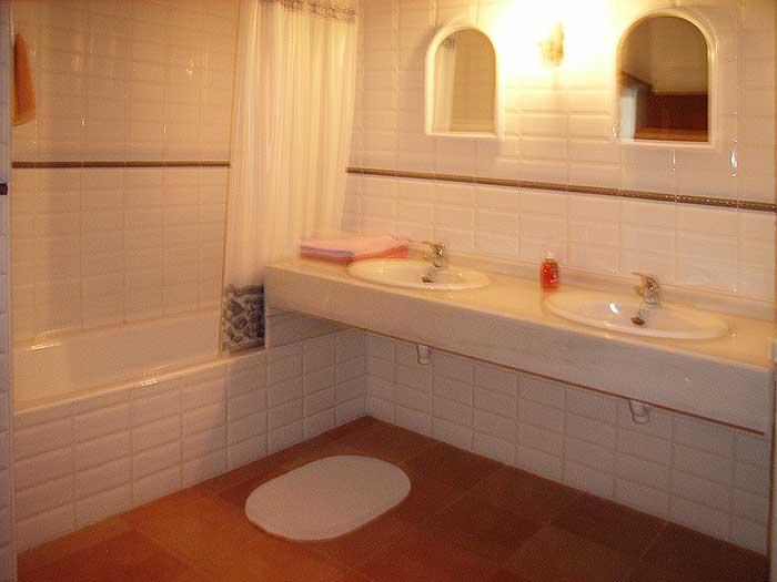 Badezimmer 2 Finca Mallorca für 12 Personen mit Pool PM 597