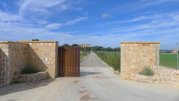 Einfahrt Finca Mallorca mit Pool PM 6022