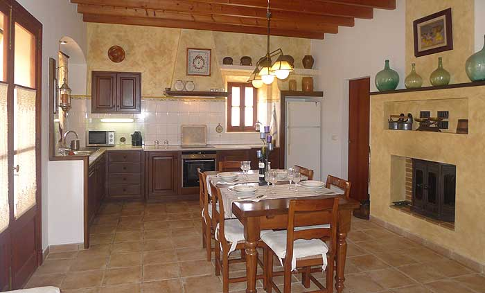 Gemütliche große Küche Ferienappartement Mallorca Pool 4 Personen PM 6022