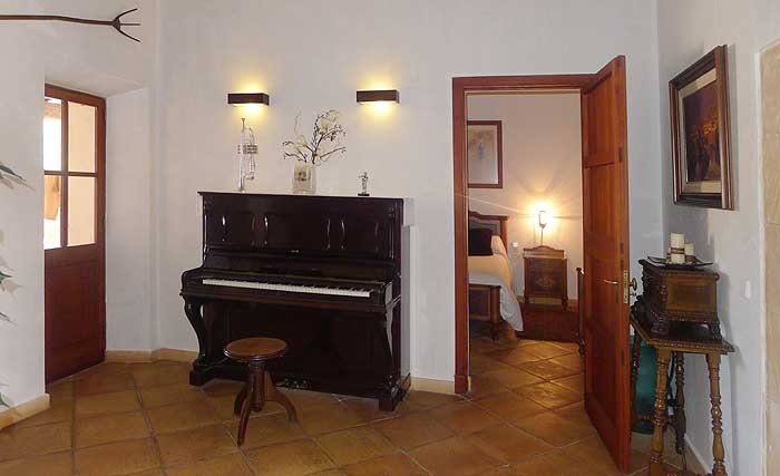 Wohnbereich mit Klavier Ferienwohnung Mallorca Pool Felanitx Mallorca  PM 6022