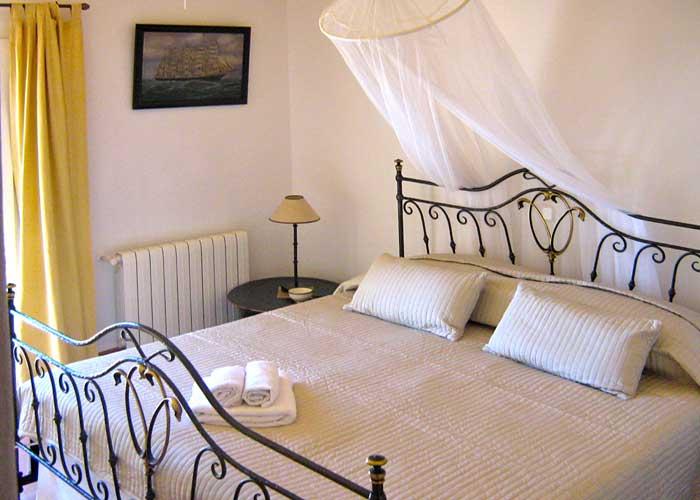 Schlafzimmer Ferienhaus Mallorca Südosten mit Pool für 4 Personen PM 605