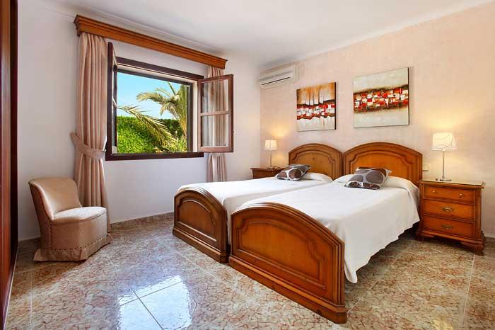 Schlafzimmer 2 Finca Mallorca mit Pool PM 6091