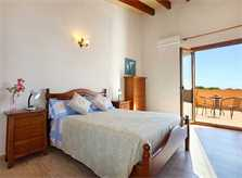 Schlafzimmer mit Zugang zur Terrasse Finca Mallorca Südostküste PM 6093