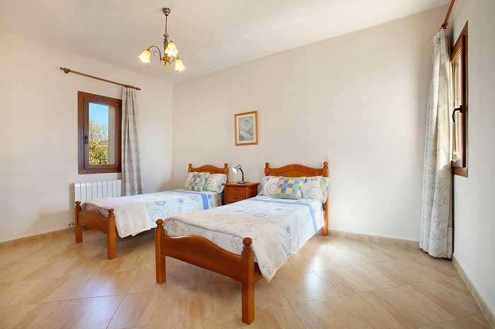 Schlafzimmer im Parterre Finca Mallorca PM 6093