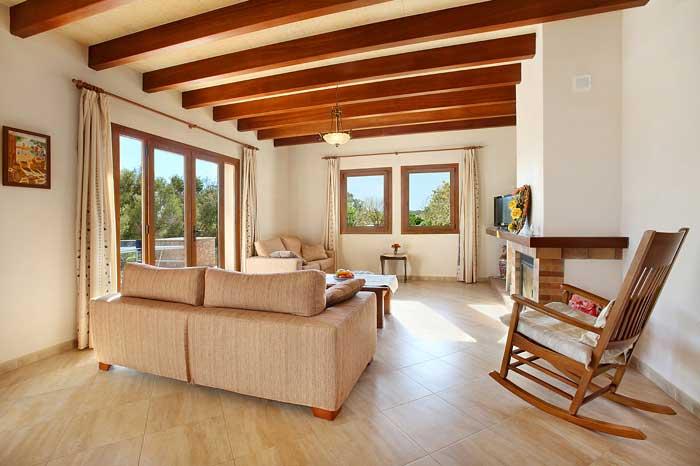 Wohnraum mit Couch Finca Mallorca PM 6093