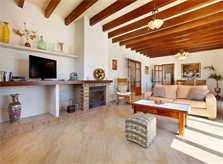 Wohnraum mit Kamin Finca Mallorca PM 6093