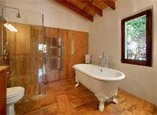 Bad mit nostalgischer Badewanne Exklusive Finca Mallorca für 16 Personen PM 6094