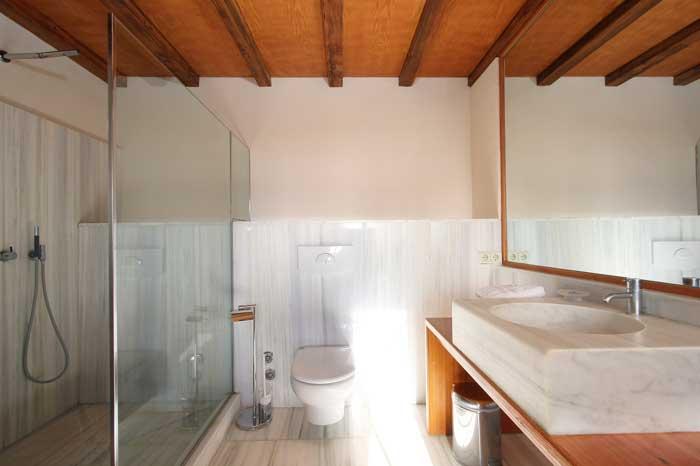 Helles Marmorbad mit walk-in Dusche Luxuriöse Finca Mallorca für 16 Personen PM 6094