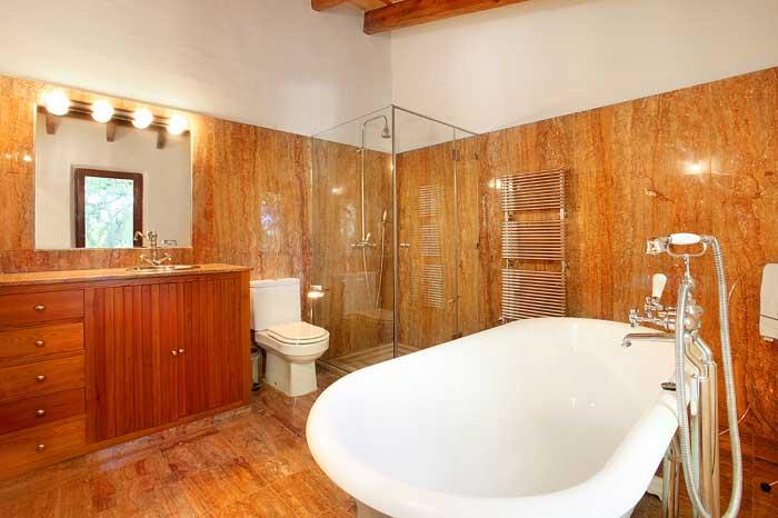 Marmorbadezimmer mit Dusche und Wanne Luxuriöse Finca Mallorca mit Klimaanlage und Pool PM 6094