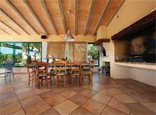 Überdachte Terrasse mit Barbecue Luxusfinca Mallorca auf grißem Gartengrundstück für 16 Personen PM 6094