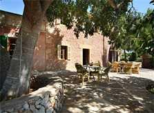 Sitzplatz auf schattiger Terrasse Exklusive Finca Mallorca Felanitx 16 Personen 8 Schlafzimmer PM 6094