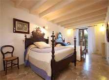 Schlafzimmer mit mallorquinischen Betten Große Finca Mallorca für 16 Personen PM 6094