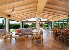 Überdachte Terrasse mit Bambusmöbeln Exklusive Finca Mallorca für 16 Personen PM 6094