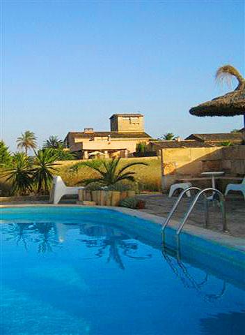 Blick auf die Finca Mallorca mit Pool für 2 - 18 Personen PM 6158